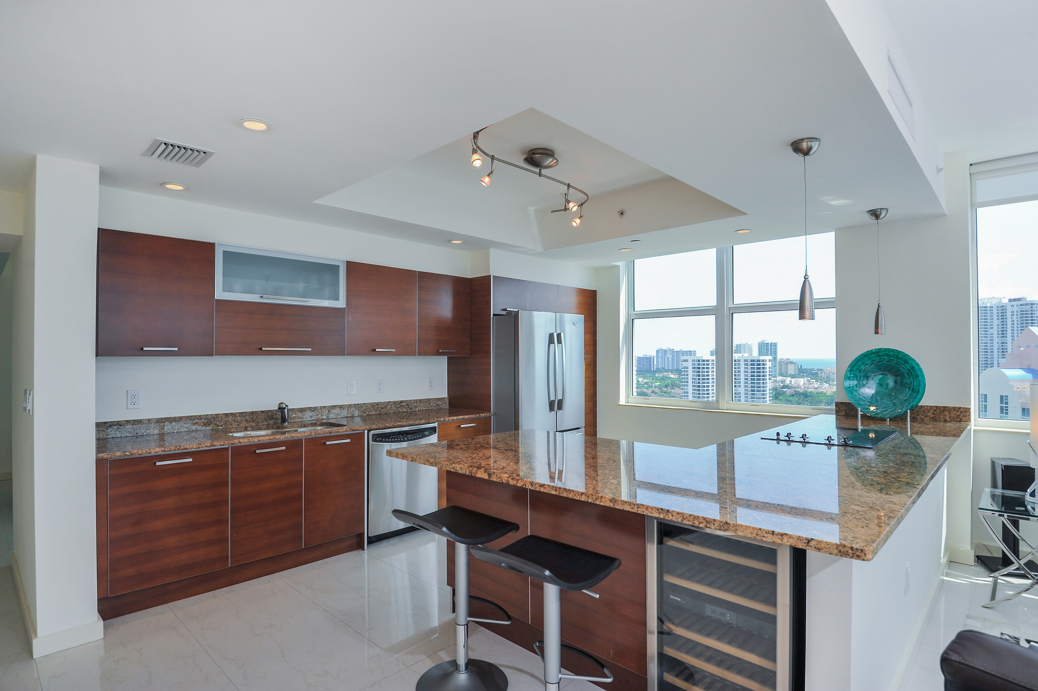 Aventura Marina Condominium and Condos in Aventura. Bayfront and ...