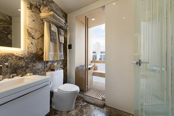 22-Bathroom_&_Sauna